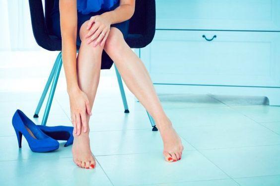 Почему болят мышцы ног перед месячными