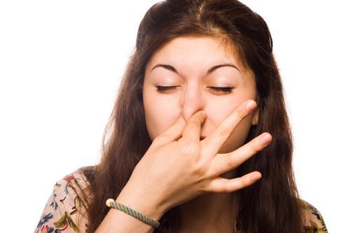 Почему в последние дни месячных неприятный запах